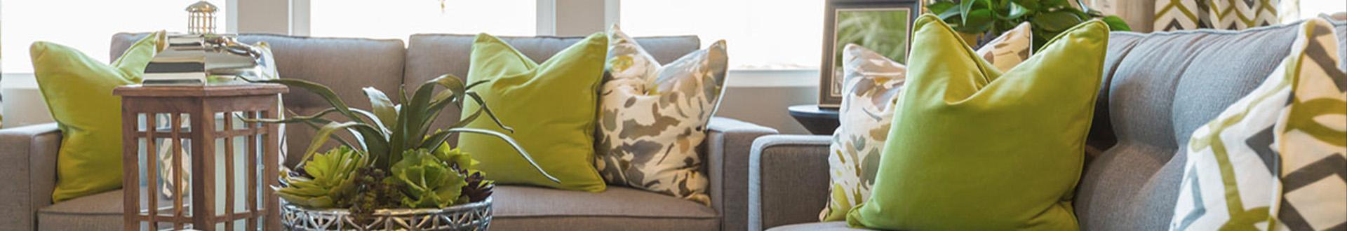 sofy z poduszkami